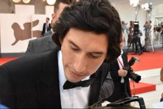"""""""he looks so good in this photo someone hold me"""" Famous Men, Famous Faces, Kylo Ren Adam Driver, Domhnall Gleeson, Ryan Gosling, Reylo, Leonardo Dicaprio, Keanu Reeves, Cannes"""