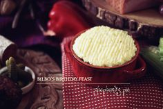 Bilbo's Birthday Feast: Shepherd's Pie - Feast of Starlight Good Food, Yummy Food, Ground Lamb, Cottage Pie, Second Breakfast, Easy Bread, Food Themes, Home Recipes, Food Inspiration