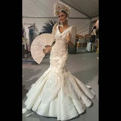 Pia Alonzo Wurtzbach Miss Universe 2015 National Costume Made By: Albert Andrada (filipino designer) The Inspiration is about the carnival queens of the Philippines Dress, Philippines Fashion, Philippines Culture, Miss Universe Costumes, Miss Universe National Costume, Modern Filipiniana Gown, Filipiniana Wedding, Royal Dresses, Prom Dresses