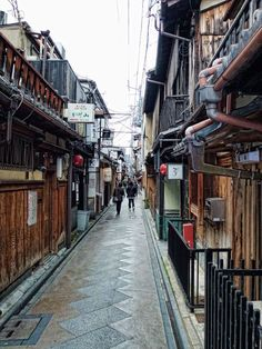 Learn about the 5 Geisha districts of Kyoto, Japan. This one is Ponto-cho hanamachi by day