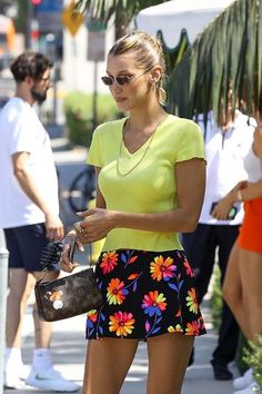 Bella Hadid latest beautiful images in Hollywood Bella Hadid Outfits, Bella Hadid Style, Model Outfits, Fashion Outfits, Ladies Fashion, Fashion Tips, Mode Pop, Summer Outfits, Cute Outfits