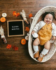 Best Baby photo shoot ideas at home diy Fall Baby Pictures, Baby Girl Photos, Newborn Pictures, Holiday Pictures, One Month Old Baby, Baby Month By Month, Monthly Baby Photos, Monthly Pictures, Milestone Pictures