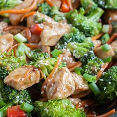 Teriyaki Chicken with broccoli, peppers and carrots. A quick and easy meal made with homemade teriyaki sauce in under 30 minutes. Also makes great meal prep bowls! Salsa Teriyaki, Teriyaki Chicken, Homemade Teriyaki Sauce, Meal Prep Bowls, Chicken Broccoli, Middle Eastern Recipes, Chicken Recipes, Food Porn, Easy Meals