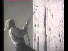 Walter Bonatti climbing to Drus  Walter Bonatti escalada a los Drus