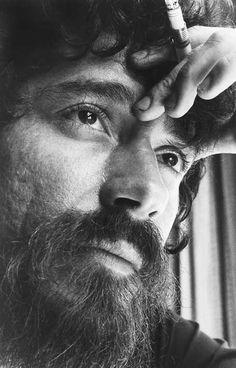 Raul Seixas - foi um cantor e compositor brasileiro, frequentemente considerado um dos pioneiros do rock brasileiro.