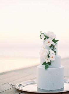 Strova Gold Wedding Cake Knife and Server Set Elegant Wedding Cakes, Elegant Cakes, Wedding Cake Inspiration, Elopement Inspiration, Wedding Cupcakes, Wedding Cake Toppers, Wedding Cake Knife And Server Set, Cake Banner, Simple Weddings