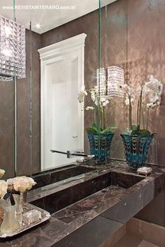High-quality Homebuilding Magazine - An Excellent Assist In Dwelling Style And Design And Design Detalhe Do Lavabo Por Claudia Togni Luxury Home Decor, Luxury Homes, Bathroom Color Schemes, Guest Toilet, Bathroom Inspiration, Bathroom Ideas, Amazing Bathrooms, Powder Room, Modern Interiors