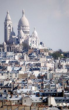 Sacre Coeur, Montmartre in Paris: A beautiful place with a beautiful view Places Around The World, Oh The Places You'll Go, Travel Around The World, Places To Travel, Places To Visit, Around The Worlds, Travel Destinations, Travel Tips, Paris Travel