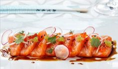Sashimi can be served as a starter, main course or as a part of a sushi menu. Try this recipe where soy sauce, lemon and coriander compliments the salmon. My Favorite Food, Favorite Recipes, Sushi Menu, Salmon Roe, Professional Chef, Salmon Fillets, Frisk, Pinterest Recipes, Food Plating