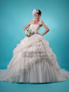 ランディブライダル ウェディングドレス 歩くたびにスカートの透明感が感じられ、すっきりとしたロマンティックな美しさが際立つ H2lbvm0467