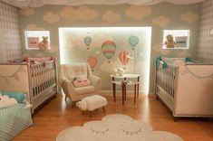 berços no quarto de gêmeos Twin Baby Rooms, Baby Bedroom, Twin Babies, Baby Room Decor, Baby Cribs, Girls Bedroom, Twin Room, Baby Room Design, Nursery Design