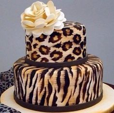 I would LOVE a leopard print cake for my wedding. Spice it up a bit with just taupe and white colors then have this on the top of my cake :) I think i want to do cupcakes for everyone else too instead of a full cake Pretty Cakes, Cute Cakes, Beautiful Cakes, Amazing Cakes, Cheetah Cakes, Leopard Cake, Pink Zebra, Crazy Cakes, Fancy Cakes