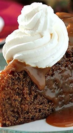Sticky Toffee Pudding is an English dessert that combines dates and maple syrup in a dense, delicious cake topped with a maple/toffee sauce. Irish Desserts, English Desserts, Irish Recipes, Just Desserts, Dessert Recipes, Sticky Toffee Pudding, Pub Food, Cupcake Cakes, Cupcakes
