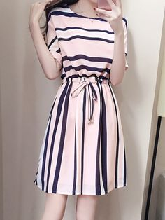 Vestidos Básico Listra Acima do Joelho de Manga curta - Airydress Simple Dresses, Elegant Dresses, Cute Dresses, Casual Dresses, Casual Outfits, Fashion Dresses, Short Sleeve Dresses, Skater Dresses, Long Dresses