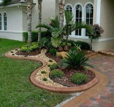 50 Florida Landscaping Ideas Front Yards Curb Appeal Palm Trees_36 #floridagardening