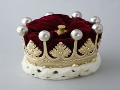 1901 - Coronet worn by the Earls of Stamford. Last worn at the coronation of George VI by Roger Grey, Earl of Stamford. Very on-trend this autumn. Royal Crown Jewels, Royal Crowns, Royal Jewelry, Tiaras And Crowns, Strawberry Leaves, Passementerie, Circlet, George Vi, Stamford