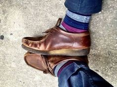 a man in wallabees ♥ Work Fashion, Mens Fashion, Fashion Ideas, Clarks, Me Too Shoes, Casual Shoes, Uggs, Shoe Boots, Footwear