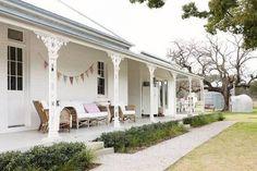 wrap-around verandah