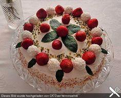 Erdbeer - Raffaello - Torte, ein schmackhaftes Rezept aus der Kategorie Torten. Bewertungen: 254. Durchschnitt: Ø 4,5.