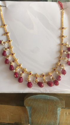 Pearl Necklace Designs, Jewelry Design Earrings, Gold Earrings Designs, Ruby Jewelry, Gold Jewellery Design, Beaded Jewelry, Gold Necklace Simple, Gold Jewelry Simple, Light Weight Gold Jewellery