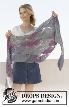 Knitted shawl in DROPS Delight and DROPS Kid-Silk. The whole piece is worked in garter stitch with short rows. Design 2019 Lamella / DROPS - Free knitting patterns by DROPS Design Knitting Charts, Knitting Socks, Knitting Patterns Free, Free Knitting, Crochet Patterns, Easy Knitting Projects, Knitting For Beginners, Knitting Designs, Knitting Ideas