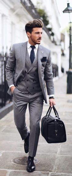 The 5 Basic Suits That You Must Absolutely Own If You Are A Professional - Men Suits - Ideas of Men Suits Suits are the ultimate style statement for the mature men. Here are 5 basic suits that you must absolutely own if you are a professional. Classy Suits, Classy Men, Cool Suits, Mens Fashion Blog, Mens Fashion Suits, Fashion Fashion, Fashion Flatlay, Fashion Blogs, Classy Fashion