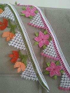 This Pin was discovered by hac Knitting Blogs, Knitting Socks, Hand Knitting, Love Crochet, Irish Crochet, Crochet Doilies, Crochet Lace, Yarn Crafts, Diy And Crafts