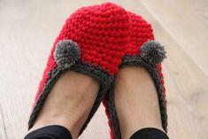 Návod na háčkované papuče - Prošikulky.cz Crochet Instructions, Crochet Slippers, Winter Hats, Socks, Ideas, Tejidos, How To Crochet, Sock, Slippers Crochet