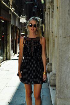 Tete Feder, linda de preto e branco em visual bem leve para turista pela Itália!