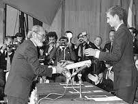 Ángel recibe el Premio Príncipe de Asturias de manos del Príncipe Felipe