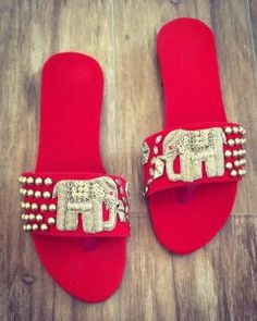 11 Ideas For Comfortable Bridal Shoes Which Are Not High Heels! 11 Ideas For Comfortable Bridal Shoes Which Are Not … Comfortable Bridal Shoes, Bridal Sandals, Bridal Bangles, Boho Sandals, Stylish Sandals, Bridal Clutch, Bridal Jewellery, Indian Shoes, Fancy Shoes