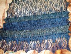 MÓJ ROBÓTKOWY ŚWIAT: Trellis framed leaf pattern - mój pierwszy ażurowy szal :)