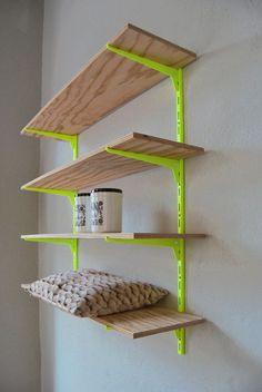 Möbel auch mal Neon streichen. Das geht! Inspiration Möbel streichen Neonfarben | Kreativ streichen | Neon shelf / Neon-Regal - kolor