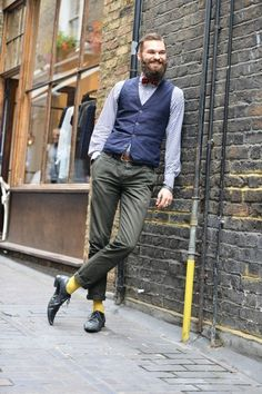 What color shoes with green pants