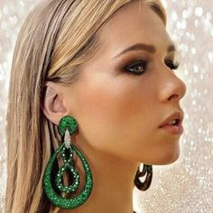 @thebbguide. Some seriously glam titanium earrings by @jacobandco