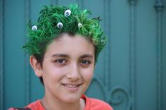 Lots of wacky hair day ideas Crazy Hair Day Boy, Crazy Hair For Kids, Crazy Hair Day At School, School Fun, School Days, School Stuff, Bangs With Medium Hair, Medium Hair Styles, Curly Hair Styles