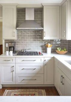 Trendy Kitchen Backsplash Ideas Behind Stove Decor White Kitchen Cabinets, Kitchen Tiles, Kitchen Decor, Kitchen Cabinetry, Kitchen Hacks, Kitchen White, White Cabinets White Countertops, Kitchen Countertops, Kitchen Islands