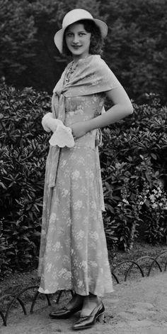 lovely 1930s dress