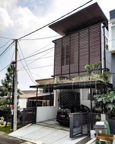 This appears great Home Organization Terrace House Exterior, Facade House, Modern Small House Design, Minimalist House Design, House Gate Design, Bungalow House Design, Modern Architecture House, Architecture Design, House Construction Plan