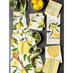 Lemon Kitchen Decor, Yellow Kitchen Decor, Kitchen Themes, Farmhouse Kitchen Decor, New Kitchen, Yellow Kitchen Accents, Cottage Kitchens, Kitchen Aprons, Kitchen Linens