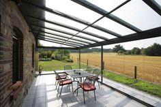 Une terrasse spacieuse au plus près de la nature.