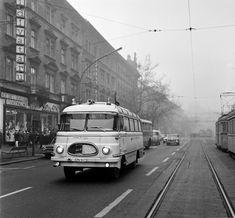 1970, Lenin (Teréz) körút a Szondi utca felől a Marx (Nyugati) tér felé nézve. A kép főszereplője természetesen a Robur mentőautó! Télvíz idején egy