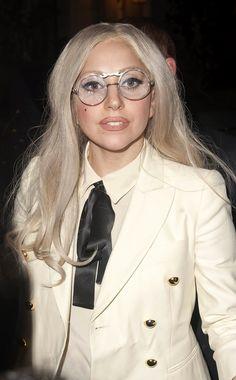 Pin for Later: 77 Stars, die Brillen rocken Lady Gaga