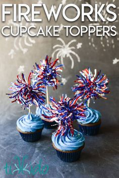 These fireworks cupcake toppers are so easy to make with some patriotic garland from the dollar store. It's an easy way to make 4th of July cupcakes. Patriotic Crafts, Patriotic Decorations, 4th Of July Party, Fourth Of July, Cake Decorating, Decorating Ideas, Blue Food, Food Crafts, Holidays And Events