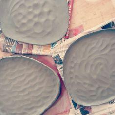 Sou aprendiz de ceramista. Siga-me no insta: @odara.ceramicas #pottery #plate #ceramica