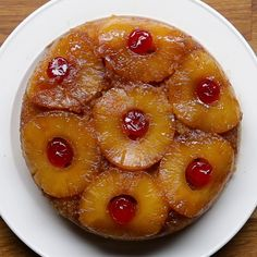 Rice Cooker Upside-Down Pineapple Cake Recipe by Tasty - Rice Cooker - Ideas of Rice Cooker Rice Cooker Cake, Aroma Rice Cooker, Rice Cooker Recipes, Cooking Recipes, Pineapple Upside Down Cake, Pineapple Cake, Pineapple Recipes, Canned Pineapple, Pineapple Juice