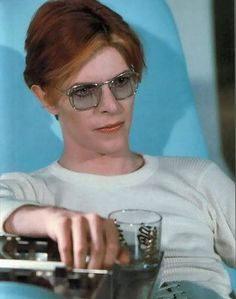 Bowie's look was eerie and androgynous in the 1976 film The Man that Fell to Earth… Angela Bowie, Freddie Mercury, Duncan Jones, David Bowie Ziggy, Bowie Starman, The Thin White Duke, Major Tom, Ziggy Stardust, Playing Guitar