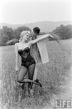Photo by Nina Leen, 1961. Repinned from Vital Outburst clothing vitaloutburst.com