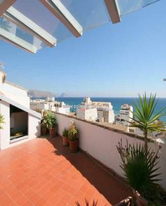 Typical town house with beautiful seaviews, located in the picturesque village of Altea... A charming property