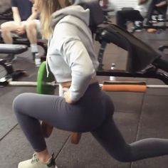 """Mi piace"": 2,988, commenti: 29 - @squats su Instagram: ""Booty workout! Video by @meggan_fit_music"""
